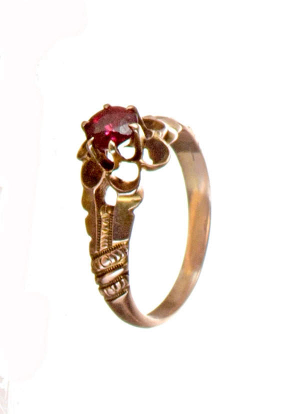 10k gold Victorian garnet ring