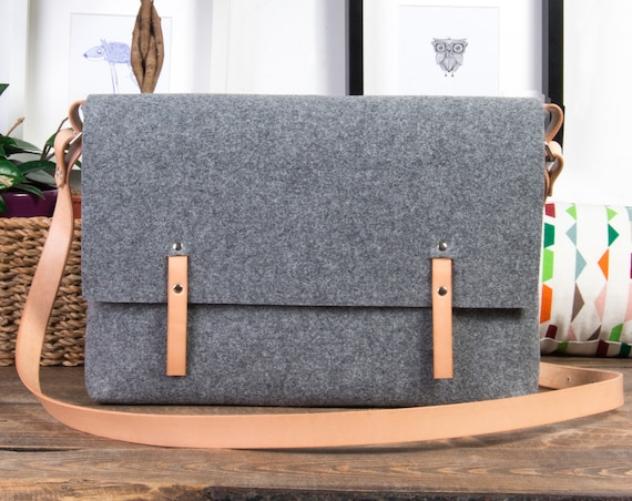 felt messenger bag women, messenger bag, leather messenger bag men, leather strap, Macbook Pro 15 case, laptop bag, felt bag, black friday