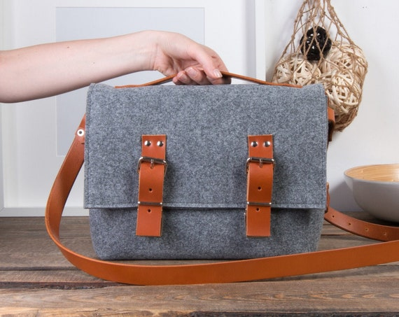 Felt crossbody bag, Macbook air case, leather messenger bag men, Laptop bag for women, macbook pro 15 case, messenger bag women, felt bag