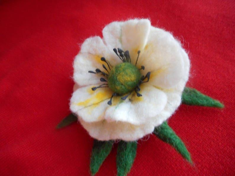 Felt Flower brooch,White yellow Felt brooch flower pin,felted flower,white flower,felt jewelry,white brooch hair clip,poppy pins,felt brooch