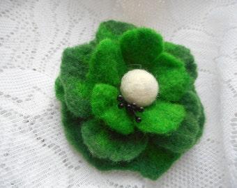 Felt flower pin,felt flower brooch green,poppy brooch flower,green jewelry,wool accessories,clip hair,felt brooch,dress,hat,felt wool brooch