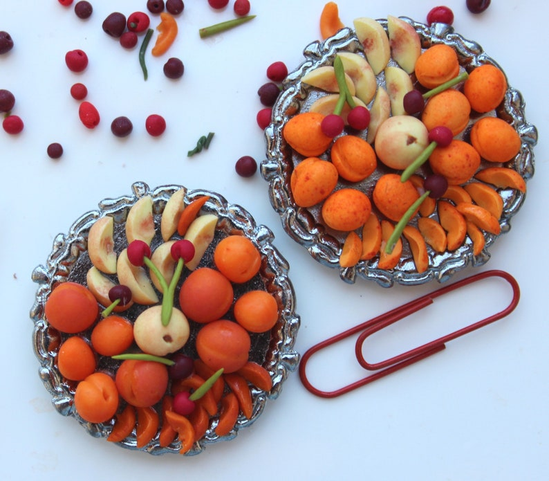 Tudor dolls house miniature fruits platter, peaches apricots  12th scale  Medieval banquet, one inch dollhouse food