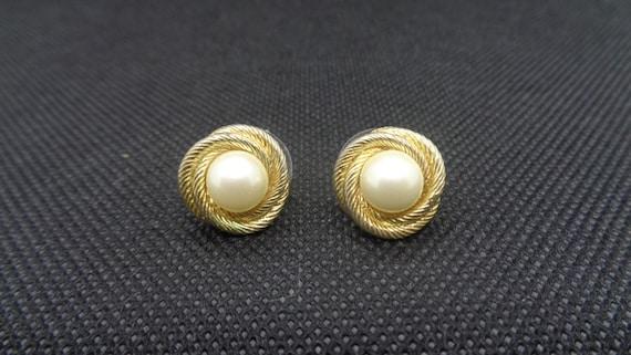 Vintage Monet Pearl Gold Tone Rope Swirl Stud Ear… - image 1