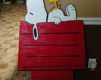 Snoopy & woodstock on doghouse