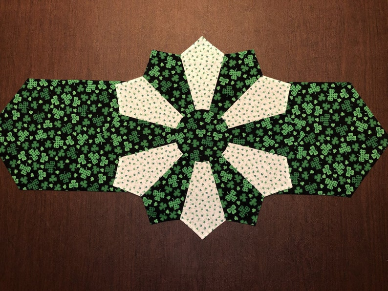 Fast Shipping! Patty/'s Reversible Table Decoration Clover St Green Long Table Runner Saint Patrick/'s March