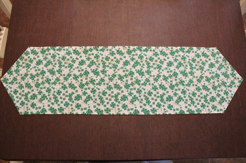 Patty/'s Clover March Fast Shipping! Saint Patrick/'s Table Decoration Green Reversible Long Table Runner St