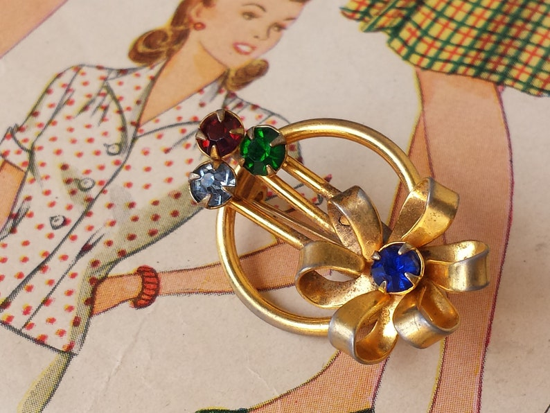 Green Red Rhinestone Circle Rays Antique Brooch Accessory Pin Beautiful Vintage 1940/'s Gold Flower Mother Birthstone Blue