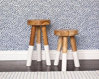 Self adhesive Cute Spot pattern Wallpaper / Scallop Removable Wallpaper / Wall Mural / Polka dot Wall sticker - 140 CATALINA/ SNOW