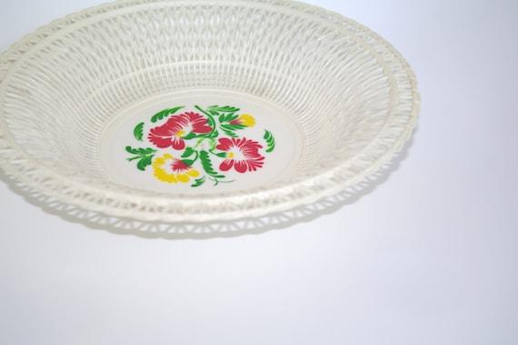 Vintage Plastic White Wire Basket Plastic Fruit Basket Made In Ussr Soviet Era Wire Round Basket Russian Plastic Bowl Flowers Bread Basket