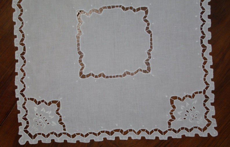 Polish Richelieu White Table Runner Flowers Vintage Crochet Dresser Scarf cutwork embroidery Polish linen Wedding tabel decoration 80s