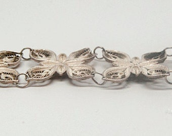 Elegant, very fine, silversmithing in this exquiste sterling silver bracelet