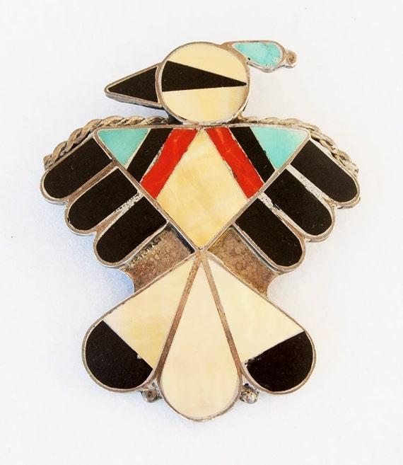 Elegant, iconic pendant