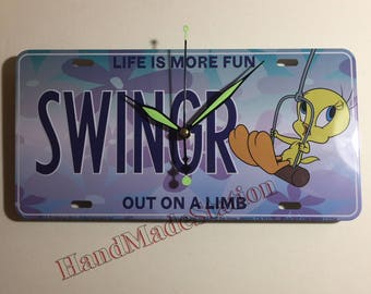 Tweety Bird Looney Toons SWINGR Out On A Limb Metal License Plate Wall mount Quartz Clock