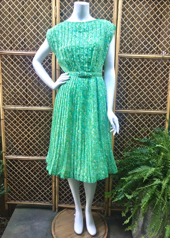 1950s Green and White Sheer Cotton Floral Dress w… - image 7