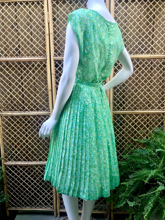 1950s Green and White Sheer Cotton Floral Dress w… - image 3