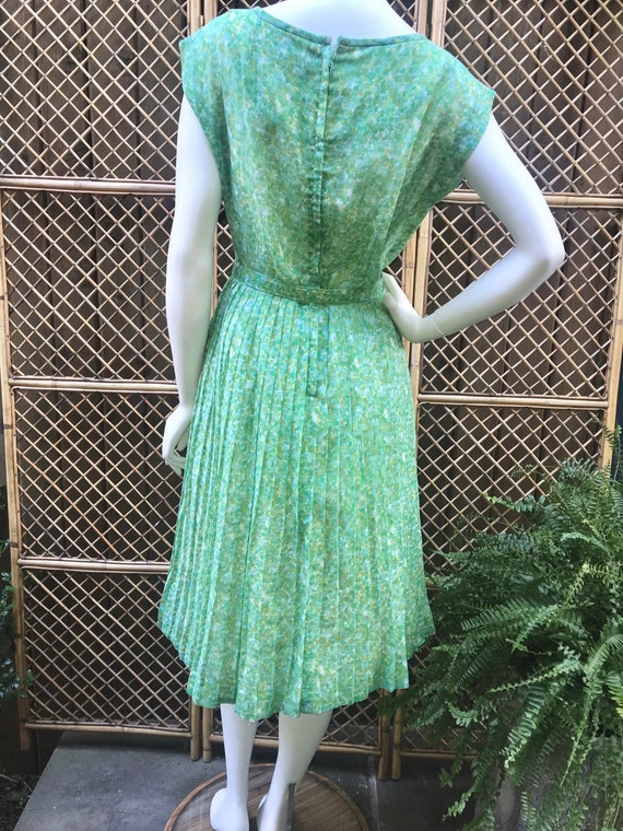 1950s Green and White Sheer Cotton Floral Dress w… - image 8