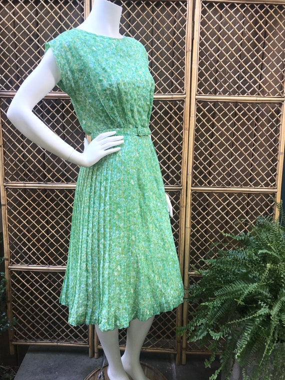 1950s Green and White Sheer Cotton Floral Dress w… - image 4