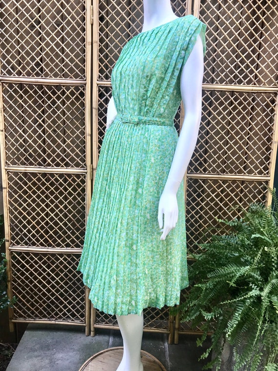 1950s Green and White Sheer Cotton Floral Dress w… - image 5
