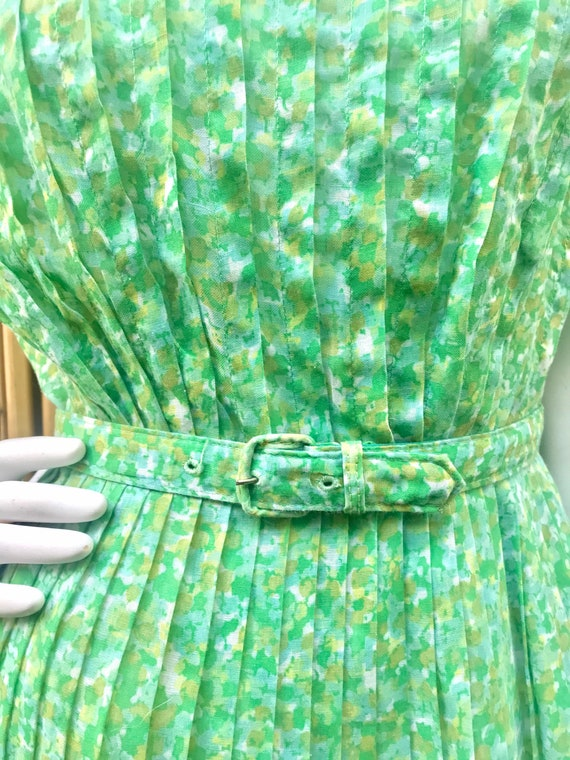 1950s Green and White Sheer Cotton Floral Dress w… - image 2