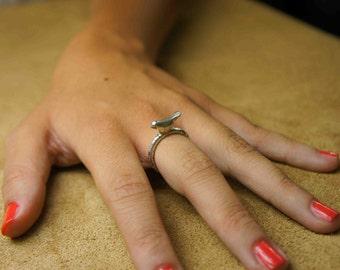Ǝlement line silver bird ring