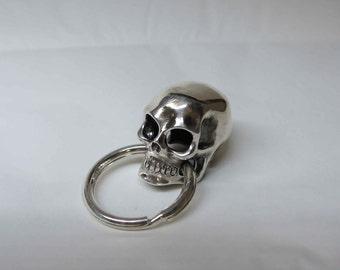 Skull silver keychain