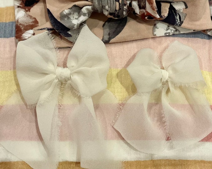 Large bow - Ivory colors | Hand dyed silk bow