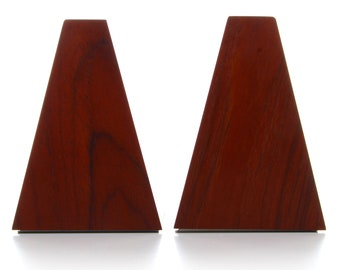 2 TEAK BOOKENDS (pair), 1960s - Mid-century Danish design. A pair of beautiful teak bookends with off-white steel bases
