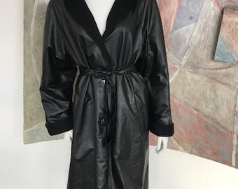 Schwarzer Mantel von Pierrette B., Made in Switzerland