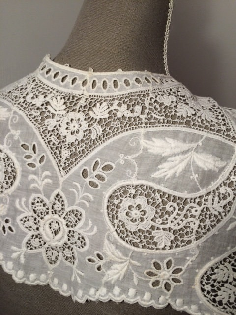 French Vintage White Lace Collar