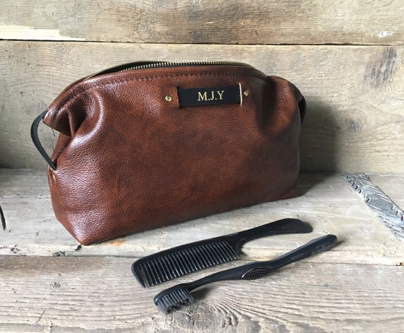 Men s Leather Wash bag Personalised Toiletry Bag Leather  67d9f44fd0d08