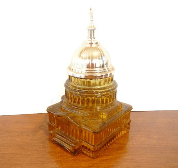 Vintage Avon for Men The Capitol Tribute After Shave amber, gold, glass 1970s decanter, capital, Washington DC, political, in box