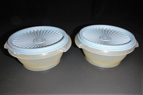 TUPPERWARE SQUARE SERVALIER LID SEAL # 841 SMALL 6 1//2 Inch Classic LIME GREEN