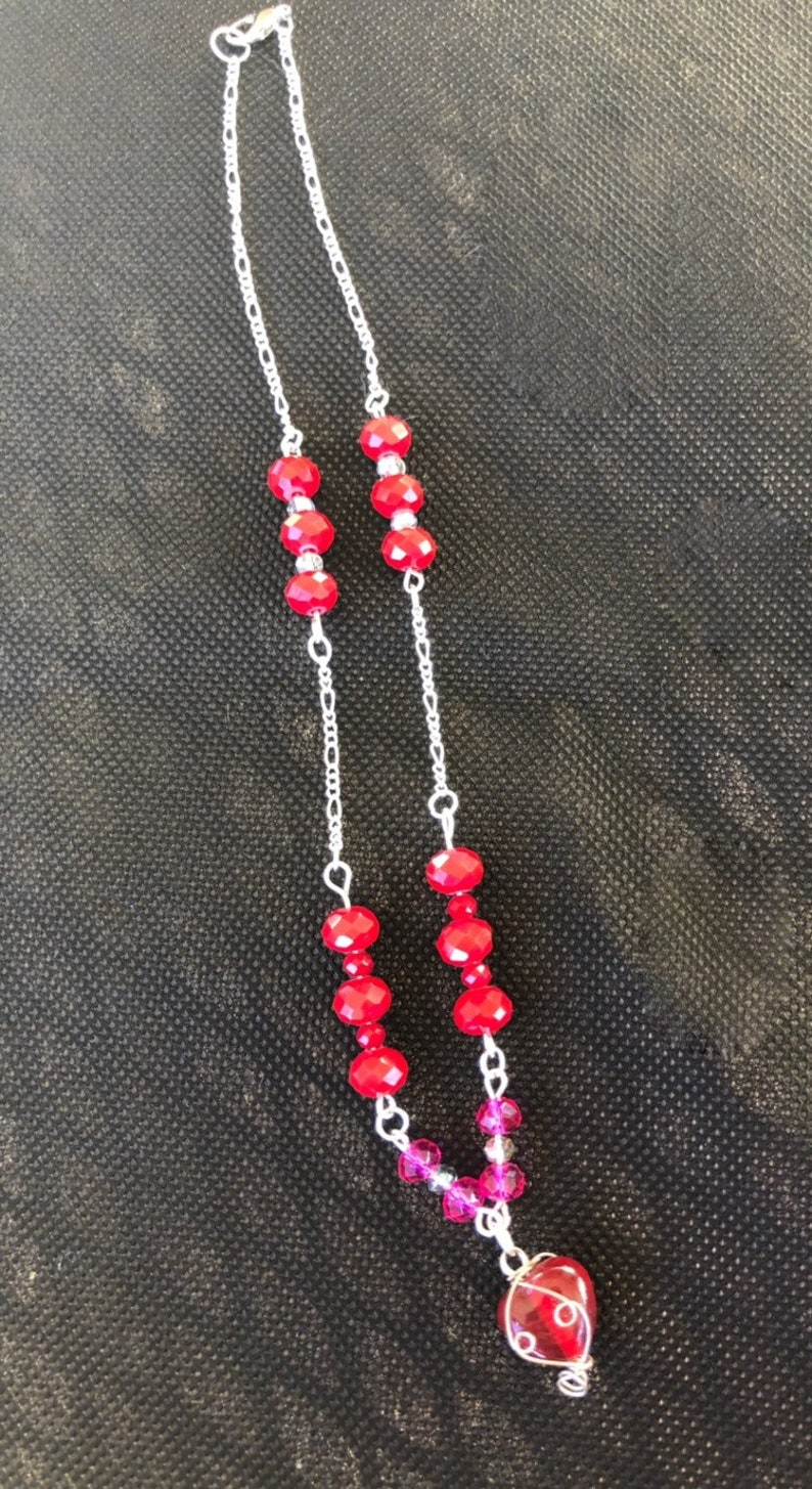 Red and pink Valentine\u2019s Day glass faceted beaded chain necklace