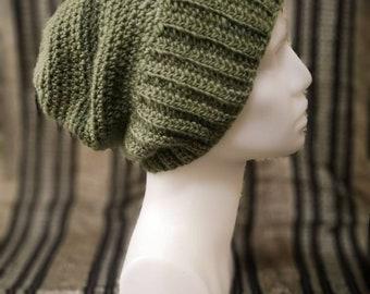 Crocheted slouchy hat in wool, size M