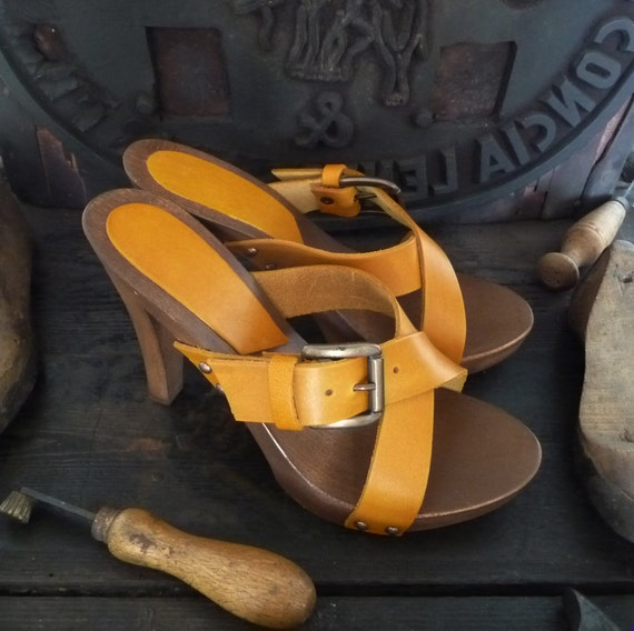 clog with high heel made in Italy Handmade wooden clog in Vegetable tanned leather Mario Doni hand made