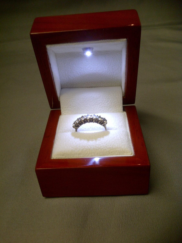 echte kirsche holz ring box mit led licht etsy. Black Bedroom Furniture Sets. Home Design Ideas