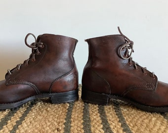 Original 1942 dated Australian military boots made by Weaver. Army stamped hobnail boots. Size 8-8.5UK rare military WW2 collectable boots.