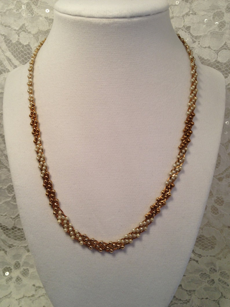 Citation Faux Pearl And Gold Bead Necklace On Gold Tone Mesh Background Ombre Effect