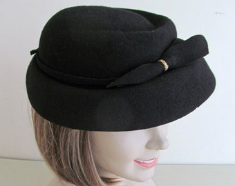 Fabulous vintage French black felt hat~c1940s-50s~Lovely authentic French millinery~Not perfect but very wearable