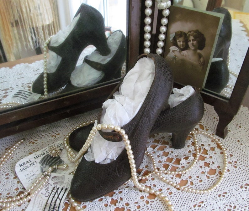 Fabulous antique French lizard shoes~c1920s-30s~Flapper girl~Evocative period display or use~Vintage costume~Theatre film or photo prop