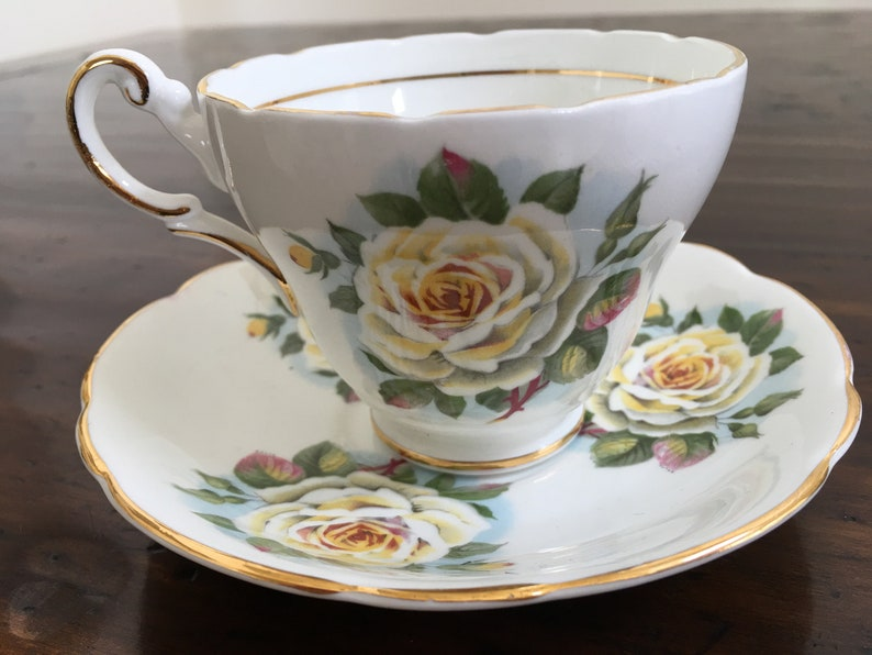 BEAUTIFUL VINTAGE REGENCY ENGLISH SAUCER BONE CHINA ENGLAND YELLOW ROSES