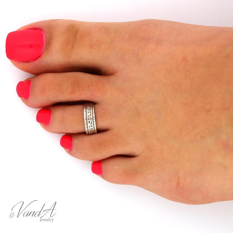 Sterling silver toe ring Tribal design adjustable toe ring image 0