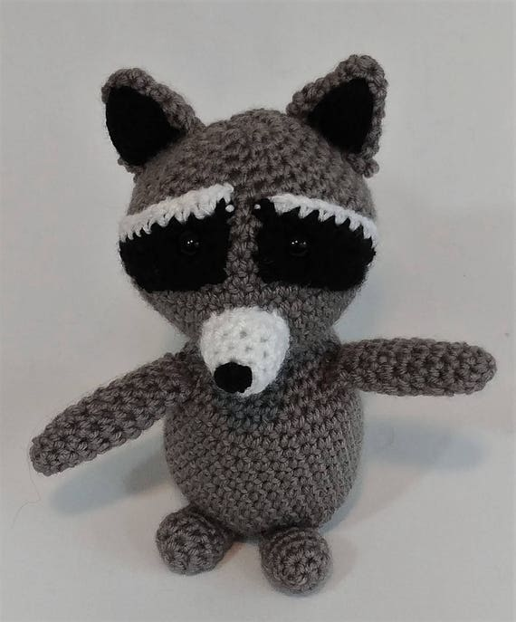 Ronnie the Raccoon Free Crochet Pattern By Elisa's Crochet | 687x570