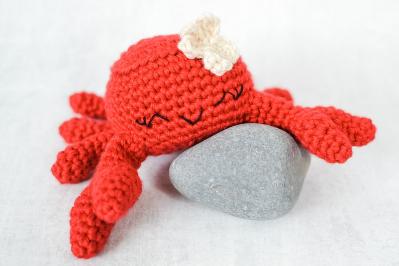 Crab CROCHET PATTERN. Celia The Crab. Crochet Crab Pattern. image 0