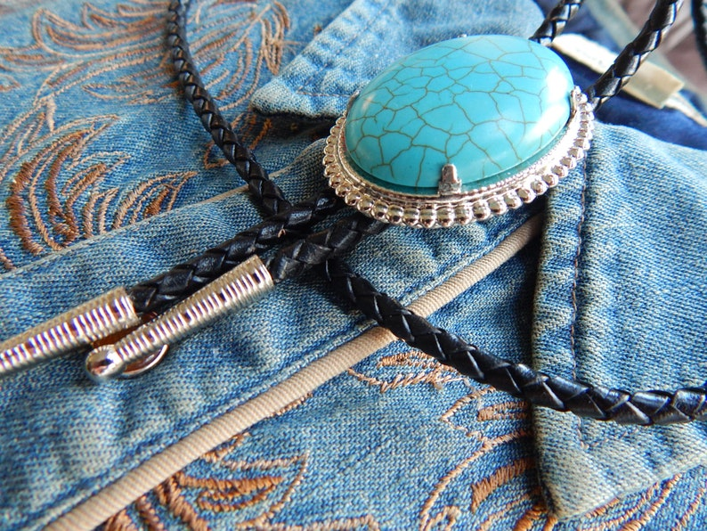 Handcrafted in the UK Turquoise colour Bolo Bootlace Tie Silver Metal Western Cowboy Rockabilly Ladies Mens Rock and Roll Goth
