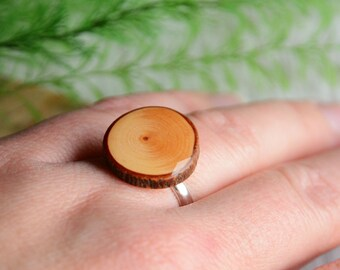 Sterling silver ring with natural wooden gem, rich grain wood ring, gift made of wood for her by MyPieceOfWood, ring in gift box