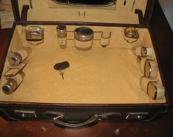 Valigia anni venti completa di accessori (1920-1930)