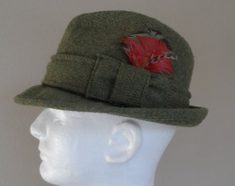 2d822fe28cfa2 Vintage 1950 s Men s CHAMP Fedora  Moss Green Wool with Colorful Feathers .  Size 6 7 8 Fedora Wool Hat . Moss Green