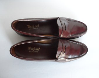 fbb868079dc Vintage Penny Loafers Size 7 1 2 AAA . Brown Leather . WEEJUNS C.H. Bass    Co. Woman s Loafers for the Narrow Foot . Excellent Condition