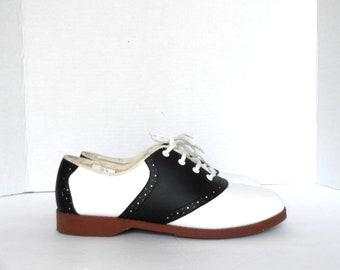 4b082d49c833d Vintage Women's Saddle Oxfords* Size 8 . Excellent Condition . 90's Does 50's  Shoes .